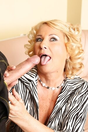 Young plumber was doing his work when mature lady started sucking his dick
