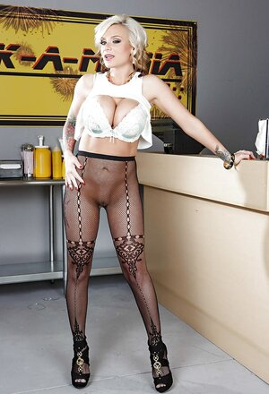 Ladies wears no panties under tights to be able to quickly report her cherry
